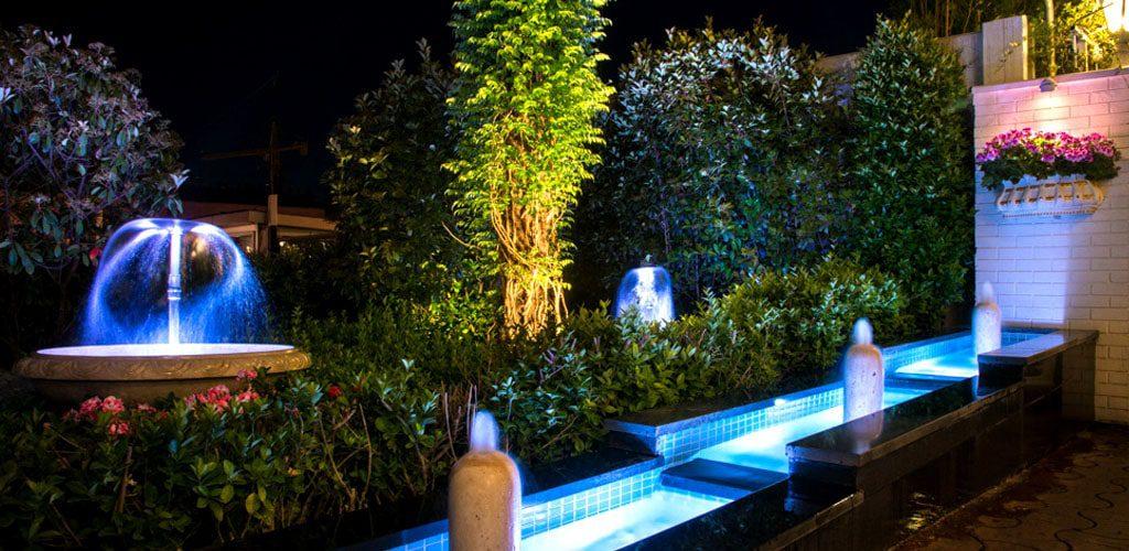 نورپردازی رستوران با چراغ دفنی ، نورپردازی سنگ فرش ،